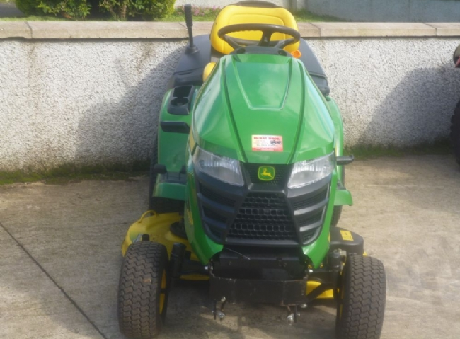 John Deere X305R Ride on Lawnmower